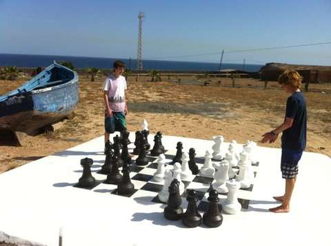 Giant_Chess_Set_Finca_De_Arrieta_1_JPG_600x400_q85.jpg